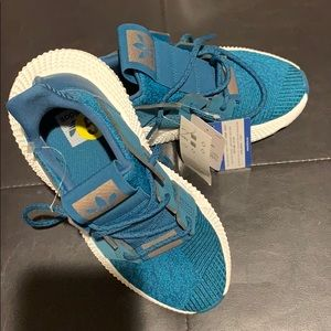 NEW WITH TAGS WOMENS ADIDAS SNEAKERS
